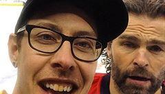 Jágrův fanoušek v dresu Pittsburghu se objevil v Torontu. Idol se mu odměnil selfie
