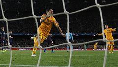 Barcelona otočila zápas s Atlétikem, které se bránilo v deseti. Vyhrál i Bayern