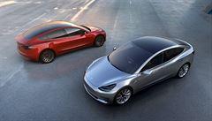 Muskova Tesla zatím letos prodělala 7 miliard. Utrácela za vývoj sedanu