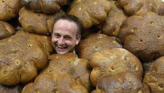 BYZNYS ŽIJE: Ukoulet chleba žádný stroj nedokáže, říká pekař. Řetězcům se vyhýbá
