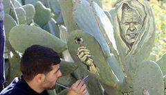 Kaktusomalba: muž vytváří kouzelné malby přímo v přírodě