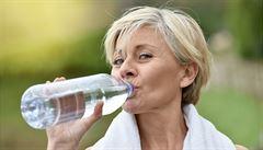 Pití mějte v létě vždy po ruce, vyhněte se bublinkám a alkoholu