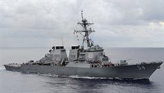 Ruské letouny opakovaně přelétly nad americkým torpédoborcem, Moskva mlčí
