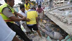 Zachranáři v Ekvádoru mají plné ruce práce kvůli zemětřesení