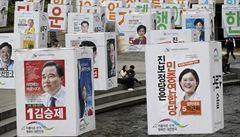 Místo jaderných bomb důchodci a nezaměstnanost. Jižní Korea volí parlament