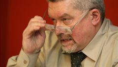 Na právníka Altnera byl vydán evropský zatykač. Prý se ukrývá ve Švýcarsku