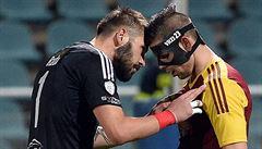 Faul brankáře? Ne. Sparta kopala penaltu na Dukle za ruku obránce Štětiny