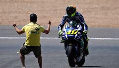 Kornfeil dojel v Jerezu pátý, Rossiho triumf slavil šílený fanoušek na trati