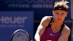 Šafářová postoupila do finále, deblový titul slaví Hlaváčková s Gasparjanovou