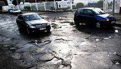 Nejrozbitější pražská ulice u Seřadiště už není nejrozbitější ulicí, dostala nový asfaltový povrch