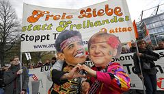 Až 90 tisíc lidí v Německu protestovalo proti TTIP, obchodní dohodě EU s USA