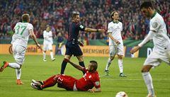 Naletěl simulantovi Vidalovi. 'Za penaltu se omlouvám,' hlesl rozhodčí