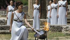 Putování olympijského ohně začalo. V řecké Olympii zapálili pochodeň