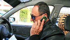 Volání za jízdy? Policie v New Yorku má zkoumat mobily řidičů zapojených do nehod