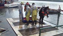 Skvrnu na Vranovské přehradě způsobila ropa. Potápěči vylovili šest sudů