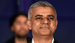 V Británii se přetřásá koloniální minulost. Starosta Londýna souhlasí s odstraněním kontroverzních pomníků