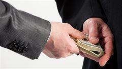 Světová ekonomika přichází kvůli korupci o 3,6 bilionu dolarů ročně, tvrdí OSN