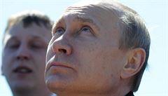 Blamáž v Rusku. Na dveře auta patří kulomet, místo toho se před Putinem utrhla klika