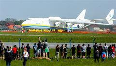 Největší letoun světa Antonov 225 přistál v Praze, poveze generátor do Austrálie