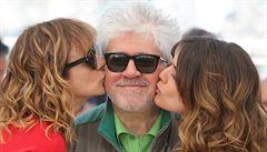 Almodóvar představil v Cannes svůj nový film Julieta. Komentoval i panamskou aféru