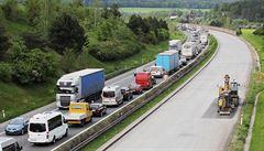 Nehoda čtyř aut ochromila dálnici D5 u Berouna. V úseku se vytvořily kolony
