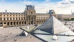 Umělec nechal 'zmizet' pyramidu v Louvru