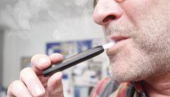 Počet úmrtí na neobjasněnou plicní chorobu spojenou s e-cigaretami v USA roste. Není jasná ani role THC