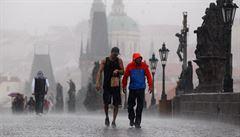 V Česku se ochladí. Ve čtvrtek odpoledne přijdou bouřky, doprovázet je může i krupobití