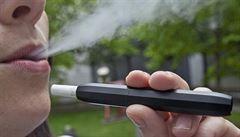 Nová 'cigareta' uniká dani. Tabák se v ní totiž nespaluje, jen ohřívá