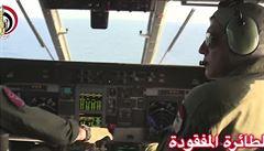 Egyptská armáda našla trosky zříceného letadla. Kufry, sedačky a první těla