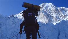 Mount Everest zdolali první zahraniční horolezci od uzavření hory loni v březnu, byl mezi nimi i princ