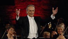 Tenorista José Carreras ohlásil poslední turné. Vystoupí na něm i v Česku
