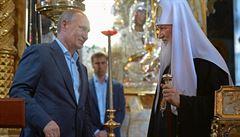Putinův ofenzivní výpad do Evropy. Šéf Kremlu se v Řecku modlil i obchodoval