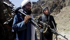 Taliban zaútočil na autobusy. Nejméně 16 cestujících zabil, další odvlekl