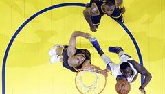 Warriors zničili Cleveland o 33 bodů a ve finále NBA vedou 2:0