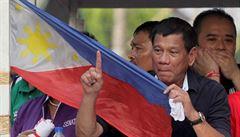 V čele volebního závodu na Filipínách cválá 'asijský Trump' obviněný z korupce