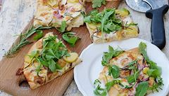Voňavá, křupavá rozmarýnová pizza. Doma v troubě i na zahradě na grilu