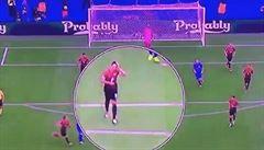 Fotbal sportem slečinek? Tufan je za česání se před gólem Modriče všem pro smích