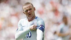 V Česku za to padaly hlavy. Rooney se na srazu nároďáku opil, bude stačit omluva?