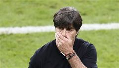 VIDEO: Zbláznil se? Mohl mu zlomit nohu, vztekal se na srbského fotbalistu Němec Löw