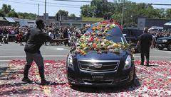 Pohřeb Muhammada Aliho: boxera vyprovázely na poslední cestě desetitisíce lidí