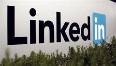 Facebooku vyrostl soupeř. Microsoft koupil síť LinkedIn.