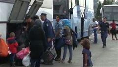Řekové evakuují další dva uprchlické tábory u hranice s Makedonií