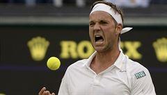Britský outsider po roce opět září na Wimbledonu. Loni byl lékem na brexit
