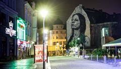 Fasádu Ostravice nově zdobí portrét. Do ostravského obchodního centra se vrací život