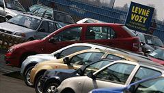 Prodejci ojetých aut si libují, tržby míří vzhůru. Táhnou hlavně dodávky