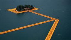 Jako Ježíš. Umělec Christo nabízí Italům chůzi po vodě