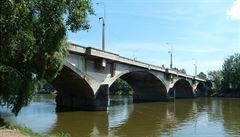 Co s Libeňským mostem? Zbourat, není to Karlův most, míní autor zřícené lávky