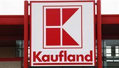 Kvůli hákovému kříži na ruce pokladní z Kauflandu ihned skončila. Řetězec zvažuje právní postih