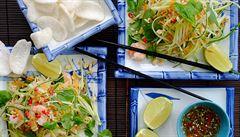 Zářivé barvy, pikantní chutě. Vietnamský salát ze zelené papáji s krevetkami